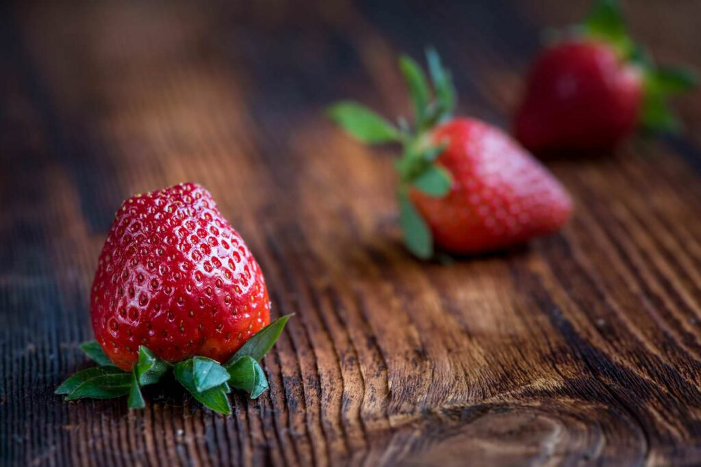 Red strawberries is love